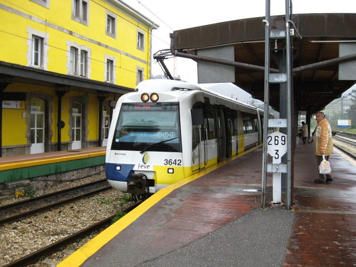 It is stationed in station with yellow building, with route of Bilbao to Ferrol, in Spain.
