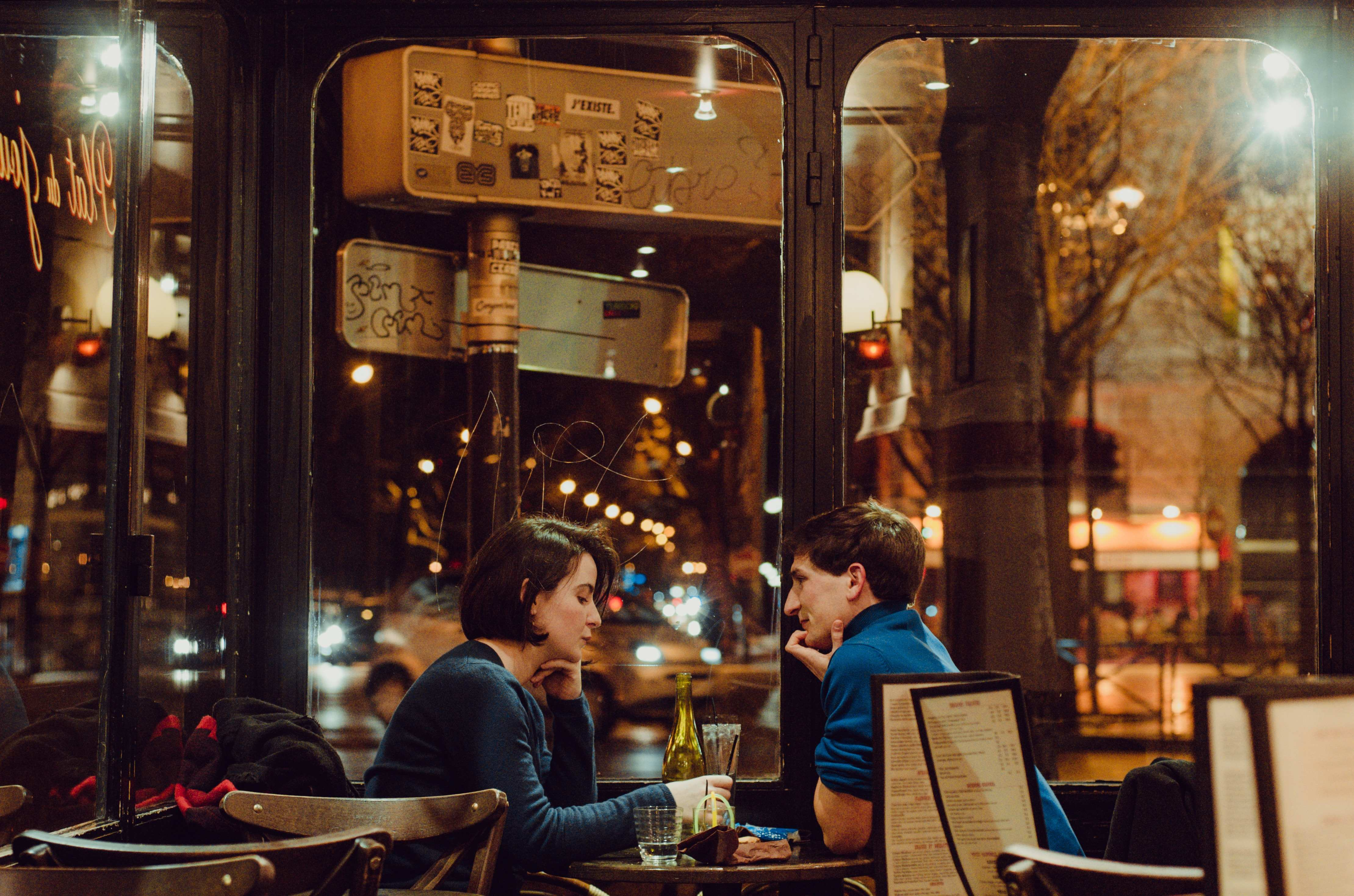 relationship man and women in restaurant on date